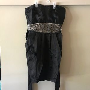 Black strapless dress with pockets